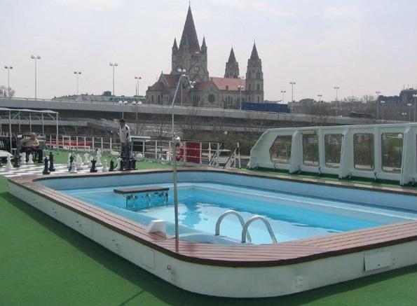 Sofia. Открытый плавательный бассейн с подогревом